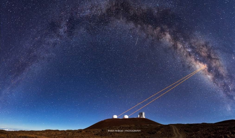 Telescopes at Hawaii's W.M. Keck Observatory use a powerful technology called adaptive optics, which enabled UCLA astronomers to discover that G2 is a pair of binary stars that merged together, cloaked in gas and dust. Image: Ethan Tweedie Photography.