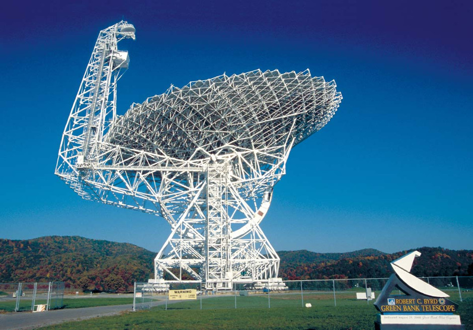 The NSF's Robert C. Byrd Green Bank Telescope, which will join in the NANOGrav hunt for gravitational waves. Image credit: NRAO/AUI/NSF