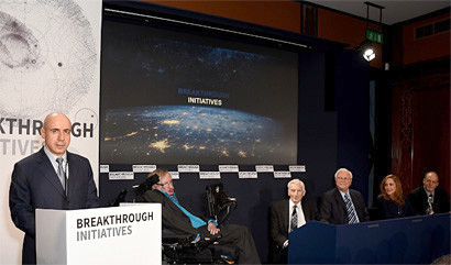 Yuri Milner announces the Breakthrough Listen project with Stephen Hawking, Martin Rees, Frank Drake, Ann Druyan and Geoff Marcy at The Royal Society in London on 20 July. Image credit: PRNewsFoto/Breakthrough Initiatives.