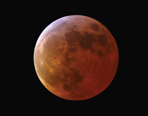The total lunar eclipse of March 2007 imaged by David Arditti using a Canon EOS 350D camera and a 90mm f/10 refractor.