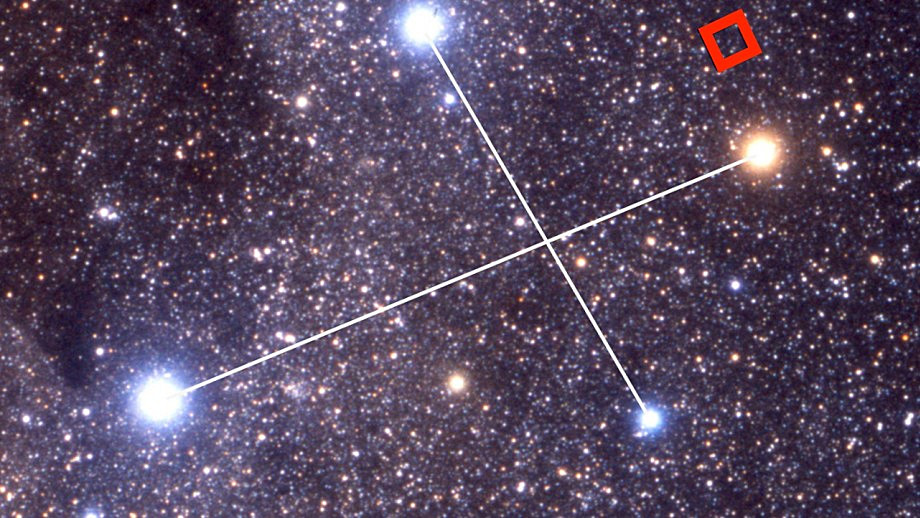 The location of one of the red dwarfs, called 2M1239-5702, is near Gacrux — a red giant star at the top of the Southern Cross. Image credit: Akira Fujii.