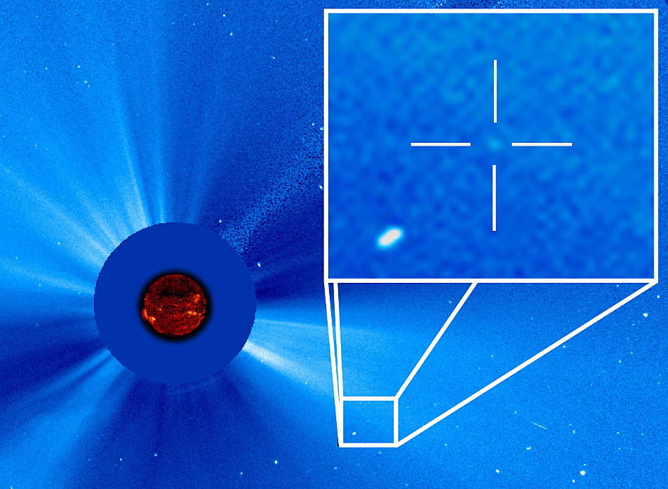 The dot in the cross-hairs is a comet streaming toward the Sun, as seen on 14 September 2015, by the ESA/NASA Solar and Heliospheric Observatory (SOHO). This is the 3,000th comet discovered in the data from that space telescope since it launched in 1995. The comet was originally spotted by Worachate Boonplod of Samut Songkhram, Thailand. Image credits: ESA/NASA/SOHO.