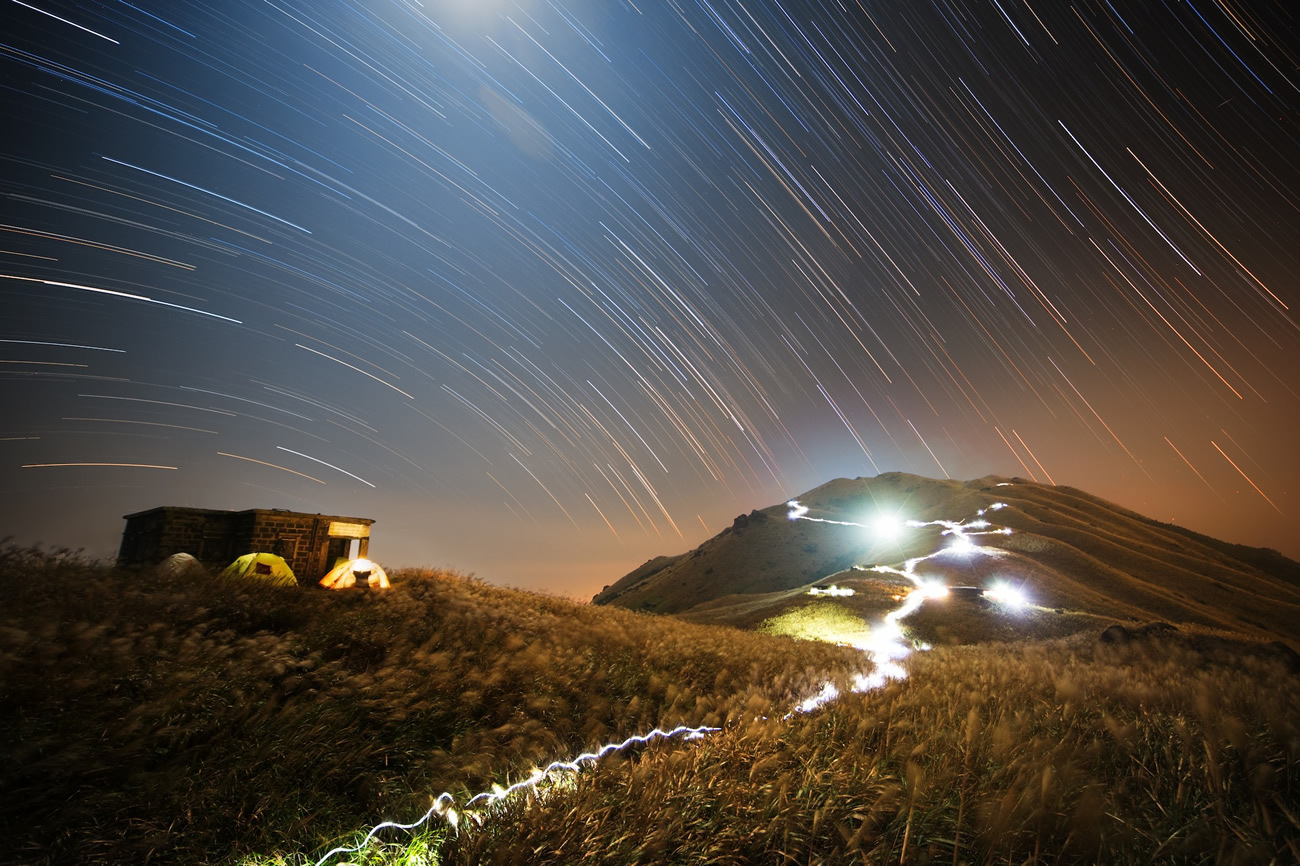 This image was captured from Sunset Peak, Lantau Island, Hong Kong by astrophotographer Chap Him Wong using a Canon6D camera, 14mm f/4 lens, ISO1600 and 3600-second exposure. Image credit: © ChapHimWong.