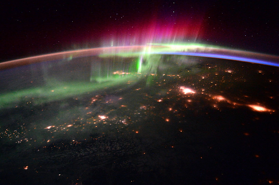 A dancing aurora over the Pacific Northwest imaged with a Nikon D4 camera from the International Space Station by British astronaut TimPeake. Image credit: ESA/NASA.