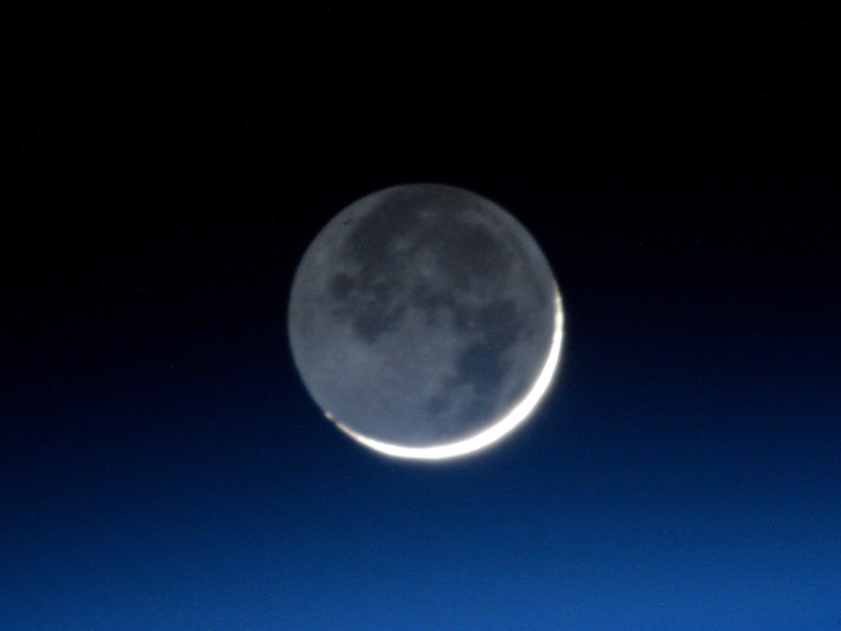 Astronaut Tim Peake used a NikonD4 camera equipped with a 800mm f/5.6 lens for a 1/10 second exposure at ISO8000 for this shot of the waxing lunar crescent as seen from the International Space Station. Image credit: Time Peake, ESA/NASA.