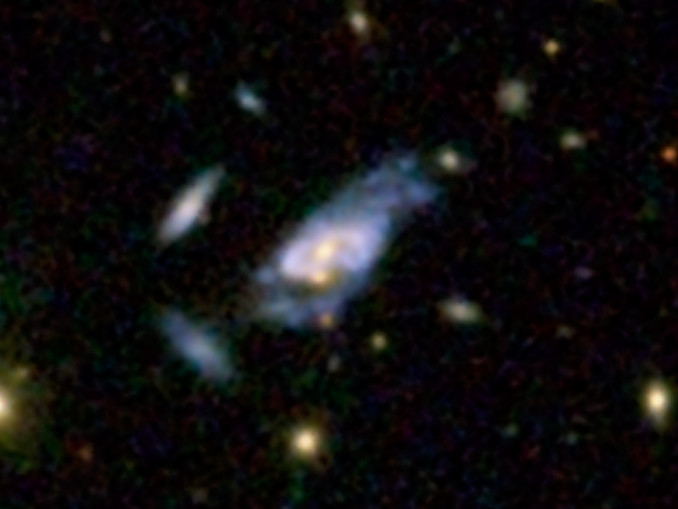 This image shows a super spiral designated 2MASXJ16014061+2718161, and it also contains the double nuclei. Image credit: SDSS.