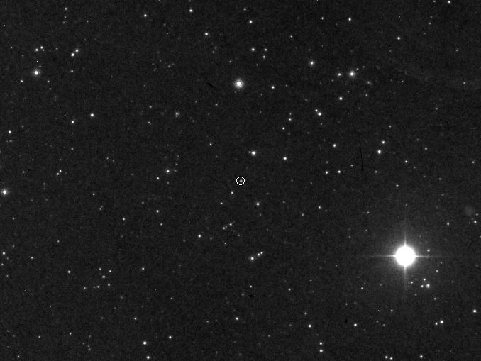 The visual magnitude +12.4 object circled at the centre of this Digitised Sky Survey image is a white dwarf known as van Maanen's star that lies 13.9 light-years away in the constellation Pisces. It is the closest known solitary white dwarf. Researchers have unearthed a photographic plate taken in 1917 at the Mount Wilson Observatory that shows a spectrum of the star (see below) containing the earliest recorded evidence of an exoplanetary system. Image credit: DSS.