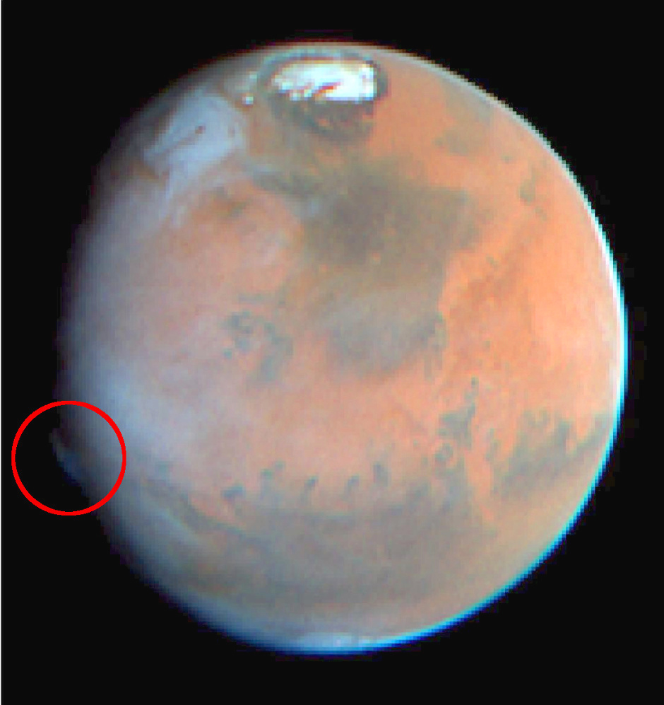 A curious plume-like feature was observed on Mars on 17th May 1997 by the Hubble Space Telescope. It is similar to the features detected by amateur astronomers in 2012, although it appeared in a different location. Image credit: JPL/NASA/STScI