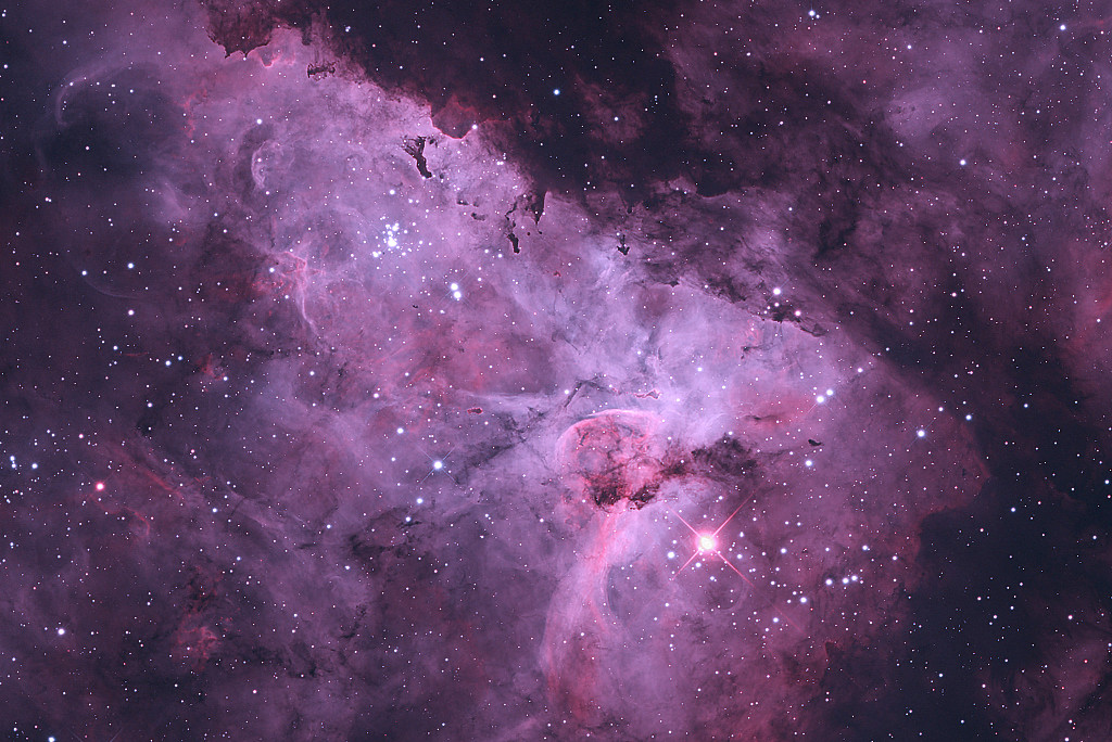 The hypergiant star Eta Carinae glows against the background of swirling clouds of dust and gases that form the Carina Nebula. The Carina Nebula is one of the largest diffuse nebulae — meaning that it has no well-defined boundaries — in our skies and is about four times as large as the famed Orion Nebula. Image credit: © Terry Robison / Royal Museums Greenwich.