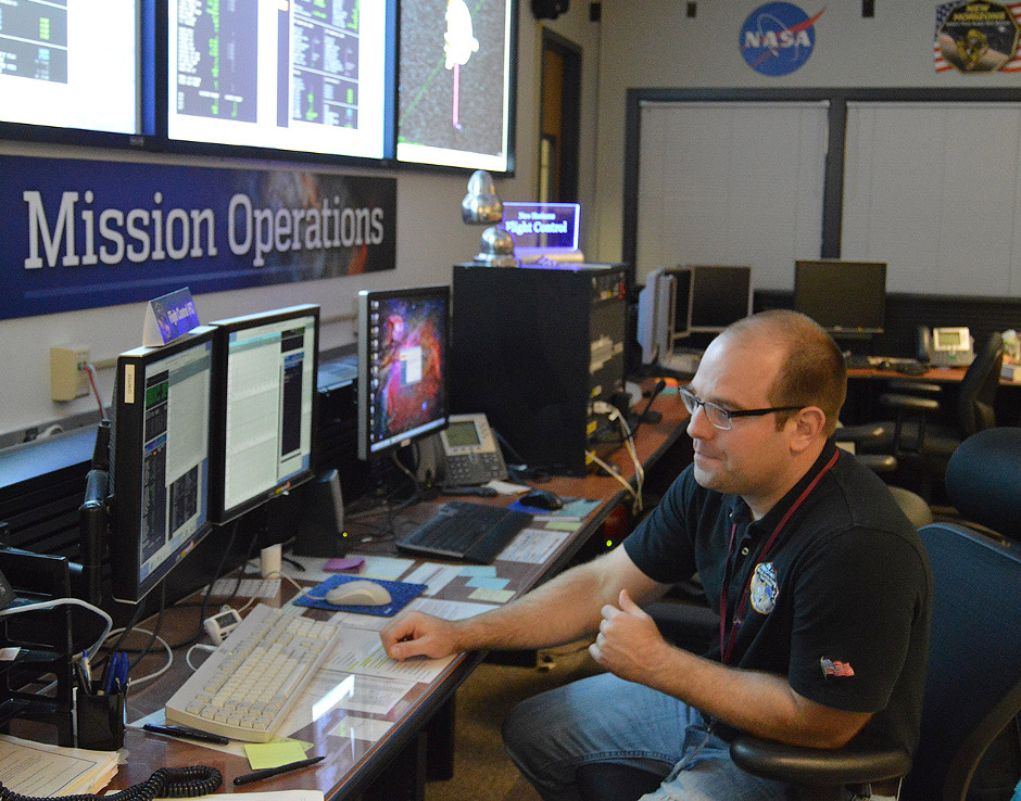 Getting the data: Following the last in a series of four maneuvers targeting NASA's New Horizons spacecraft toward Kuiper Belt object 2014 MU69, flight controller George Lawrence monitors spacecraft data as it streams into the New Horizons Mission Operations Center at the Johns Hopkins University Applied Physics Laboratory on 4 November 2015. Image credit: NASA/Johns Hopkins University Applied Physics Laboratory/Southwest Research Institute.