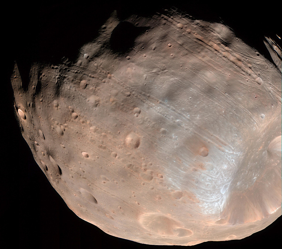 New modelling indicates that the grooves on Mars' moon Phobos could be produced by tidal forces — the mutual gravitational pull of the planet and the moon. Initially, scientists had thought the grooves were created by the massive impact that made Stickney crater (lower right). Image credits: NASA/JPL-Caltech/University of Arizona.
