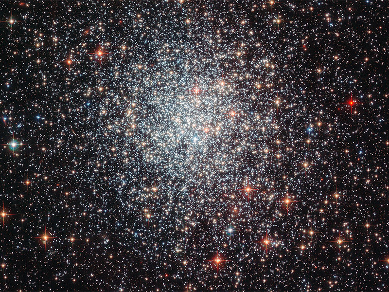 """It is easier to determine the age of star clusters than individual """"field stars."""" For example, cluster NGC1783 shown here is under one and a half billion years old — which is very young for globular clusters. The work by Blackman and Owen might ultimately lead to a new approach to determine a star's age. Image taken with the Advanced Camera for Surveys (ACS) on board the NASA/ESA Hubble Space Telescope."""