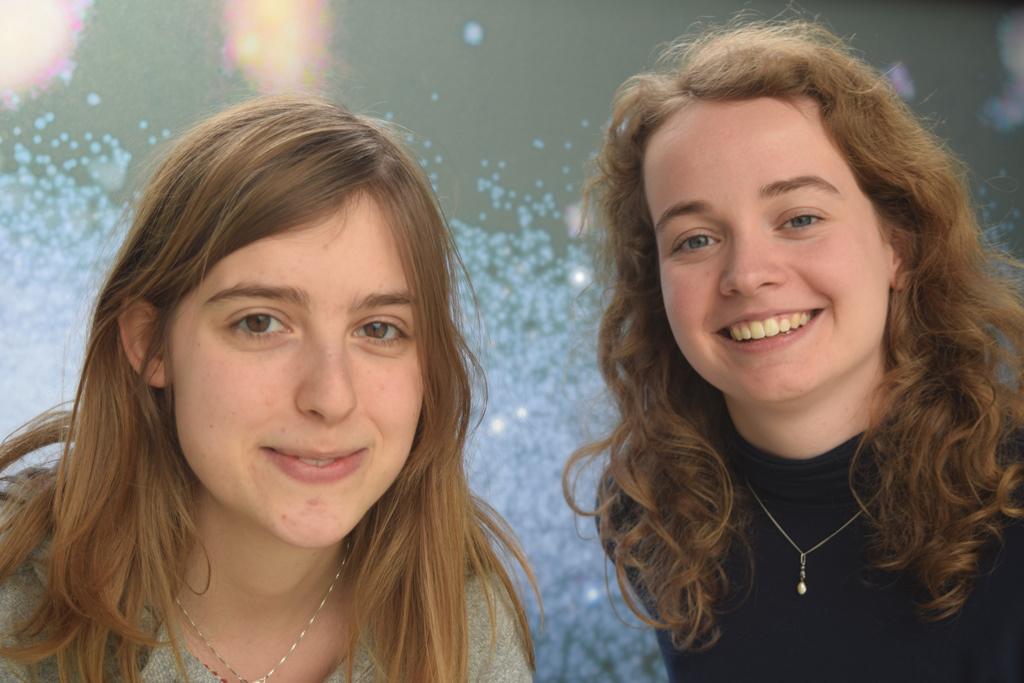 Leiden Astronomy undergraduate students Isabel van Vledder (left) and Dieuwertje van der Vlugt (right). Image credit: Jose Visser (Leiden Observatory).