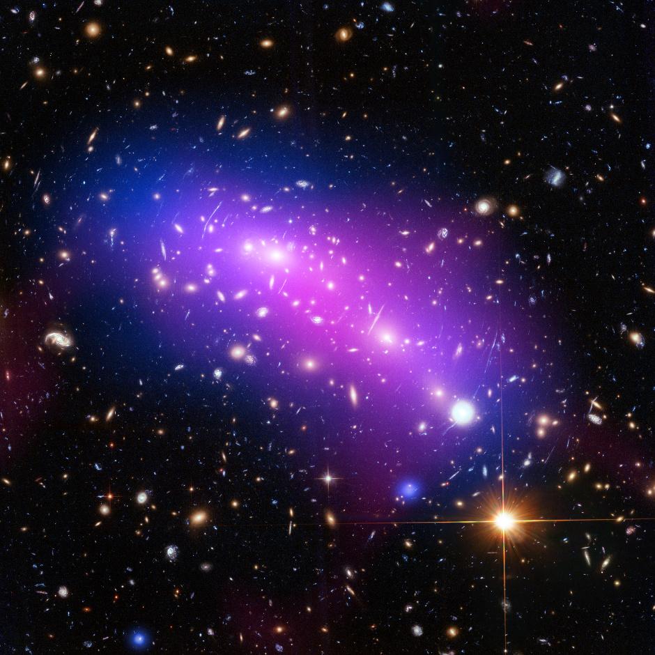 Frontier Fields galaxy cluster MACSJ0416. Image credits: X-ray: NASA/CXC/SAO/G. Ogrean et al.; Optical: NASA/STScI; Radio: NSF/NRAO/VLA.