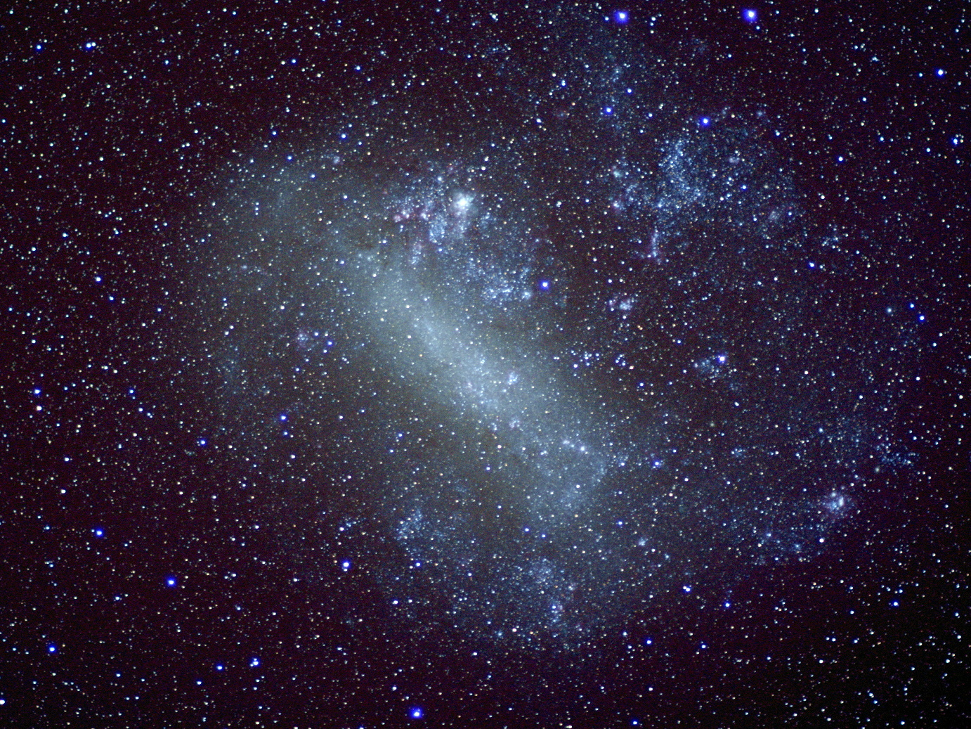 An image of the Large Magellanic Cloud captured with a DSLR and 85mm f/1.4 lens from New Zealand on 10 December 2015. Image credit: Ade Ashford.