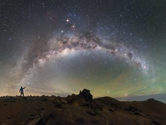 The skies above ESO's Paranal Observatory resemble oil on water
